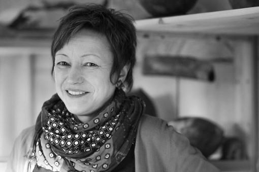 Bernadette Heeb-Klöckner in ihrem Keramik-Atelier - Portrait von Dietmar Simsheuser