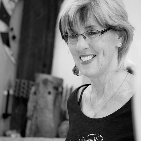 Elisabeth Knops in Ihrer Atelier-Werkstatt, 2015 - Portrait von Dietmar Simsheuser