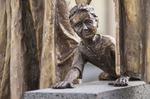 Brunnen in Kesseling, Detail, Basalt / Bronze - AhRTIST Rudolf P. Schneider